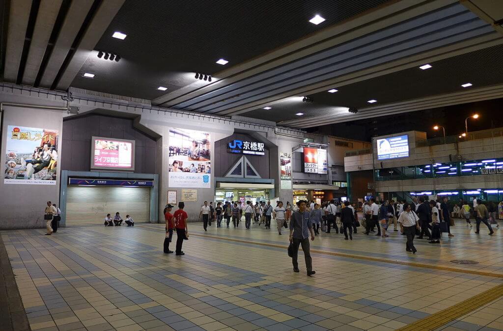 京橋駅の風景。ここで当たる占いを受けるには?