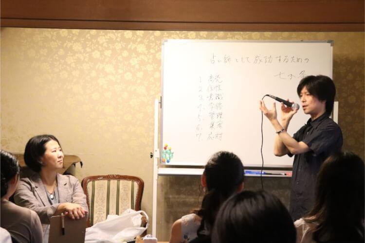千田歌秋先生のトークライブ風景