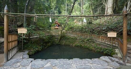 八重垣神社「鏡の池」