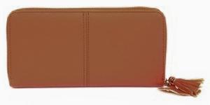 茶色の長財布