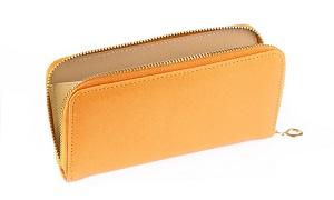 オレンジ色の長財布