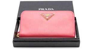 プラダの赤い折りたたみ財布