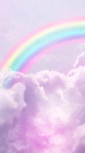 薄紫の空と雲に虹がかかったかわいらしく幻想的でもある写真待受