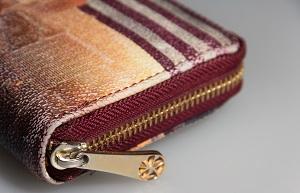 財布のファスナー部分