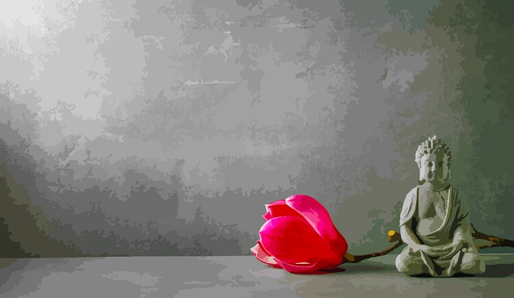 小さな仏像と一凛の薔薇