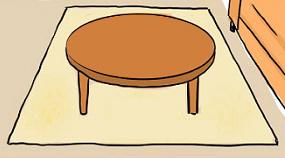 ベージュのラグマットとブラウンのテーブル