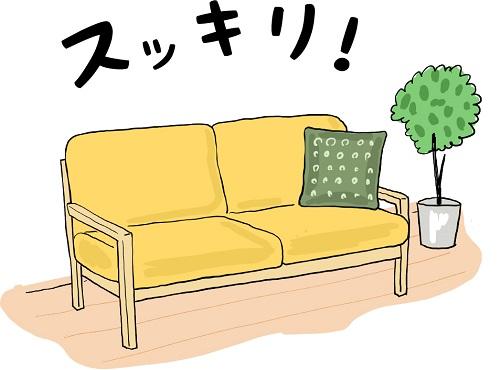 黄色いソファにはクッションが一つ置いてありスッキリしている様子