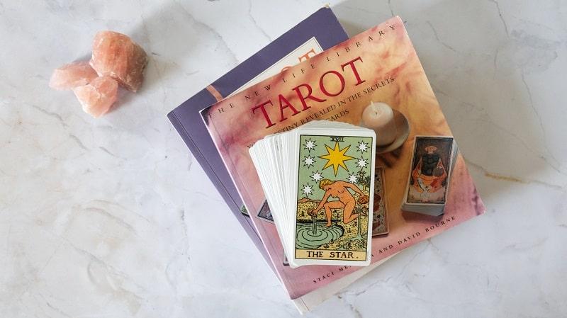 タロットカードとタロットの本