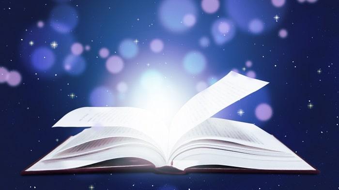 本が開いて光を放つ様子