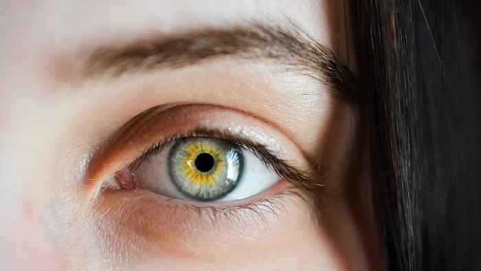 外国の女性の目